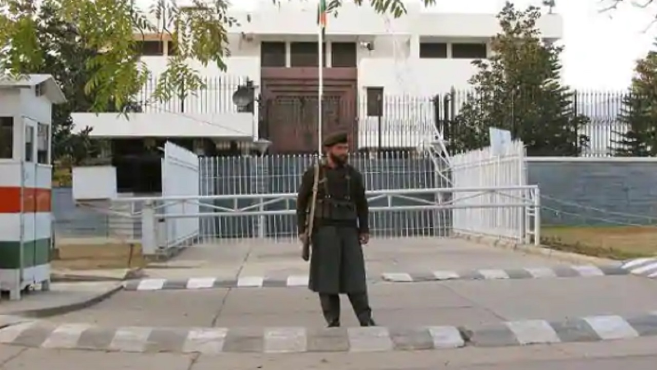 Pak summons Indian diplomat over expulsion of 2 High Commission officials